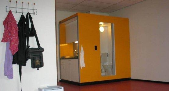 Holland-Composites-studenten-woning-tijdelijk-keuken-en-sanitair-unit-smartcube-decor-yellow