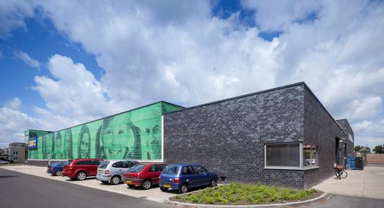 Gevel-van-composiet-met-fotoprint-wallpanels-of-composites-with-photoprint-winkelcentrum-shoppingmall-Klazienaveen-Raficlad-Holland-Composites