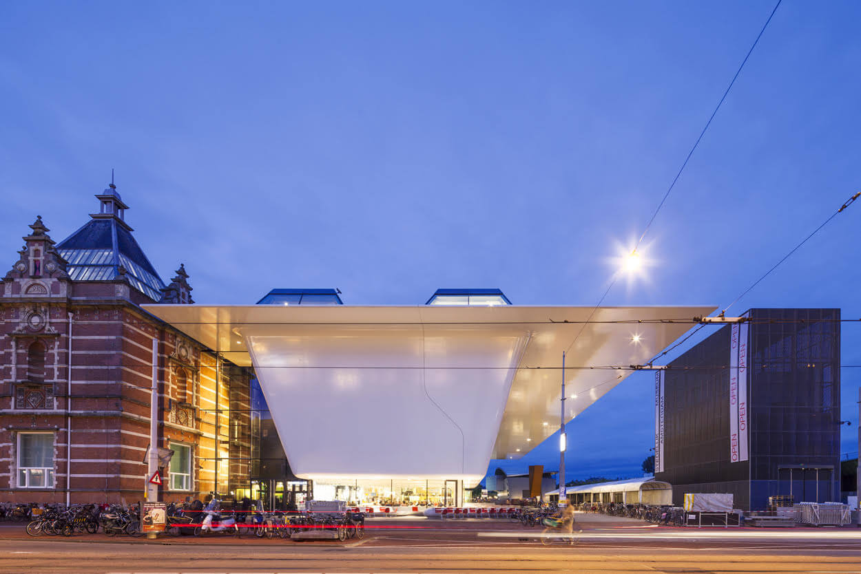 Holland-Composites-composiet-gevel--gevelbekleding-fabrikant-bedrijf-wandpaneel-panelen-facade-wallpanel-composite-structure-building-Stedelijk-Museum-sidewall-overhang