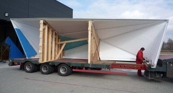 Composite-tinyhouse-pump-house-building-facade-wallpanels-translucent-transparent-Holland-Composites