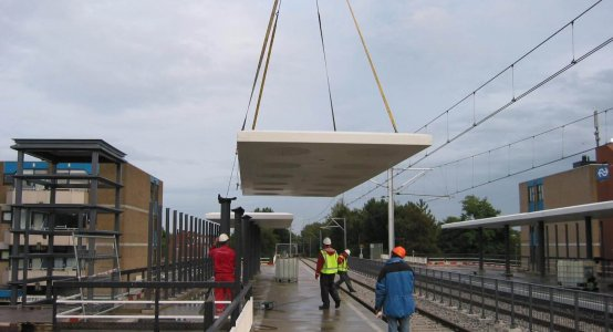 Composite-roof-train-station-lightweight-canopy-markise-GRP-carbon-Holland-Composites
