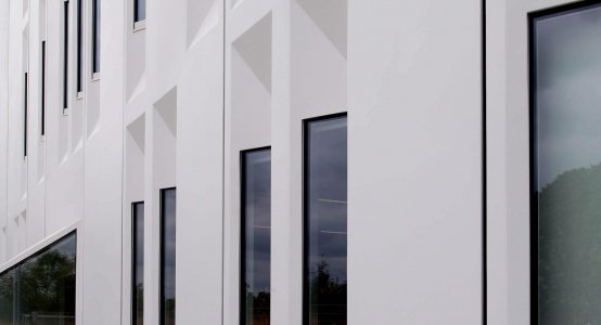 Holland-Composites-composite-wallpanel-wandpaneel-lang-long-facade-wandbekleding-renovatie-renovation-enexis-kantoor-office-building-gebouw-fassade-bekleidung