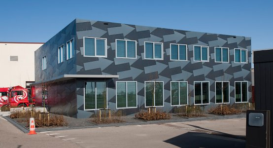Holland-Composites-transparent-Raficlad-facade-wallpanel-composite-composiet-kantoor-building-gevel-beplating-wandpaneel-Jan-Snel-Transport-Montfoort