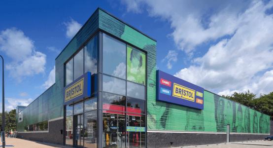 Holland-Composites-gevelbekleding-gevel-foto-print-wandpanelen-wandpaneel-retail-winkel-raficlad-wandbekleding-facade-print-printing-plus-bristol-klazinaveen