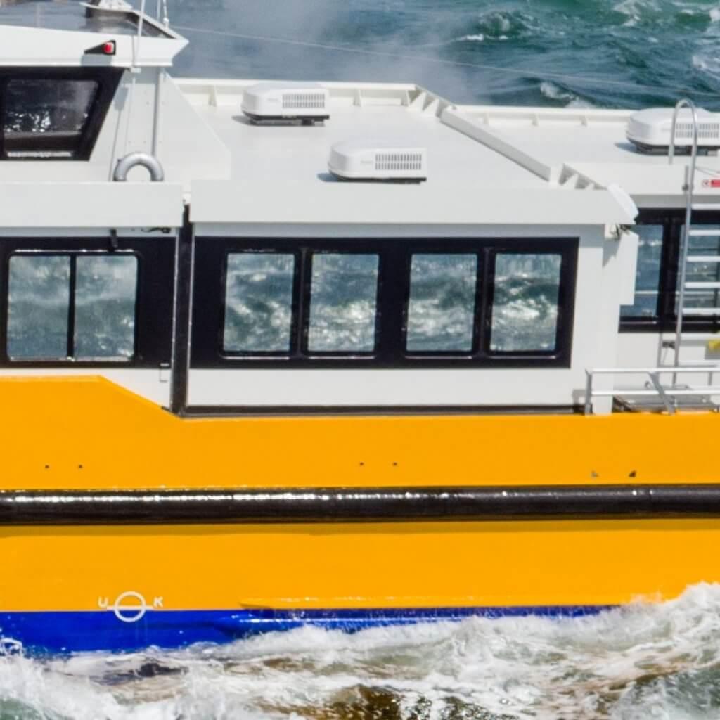 Holland-Composites-W44-24_FR-le-rouf-de-pont-composite-robuste-léger-économiser-du-carburant-et-des-coûts-le-confort©WindcatWorkboats