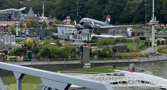 Flying-Dutchman-Madurodam-park-Dakota-DC3-carbon-propellerbladen-restauratie-door-Holland-Composites