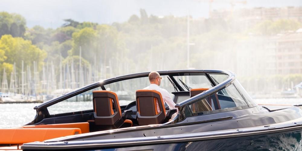 Carbon-epoxy-sandwich-stoel-luxe-jachten-tenderboten-pilot-seats-ambience5-CoverWorks-Wajer-Holland-Composites