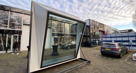 Raamelement gemaakt uit Duplicor: lichtgewicht en biobased brandwerend composiet - voor een nog te realiseren kantoortoren in Amsterdam