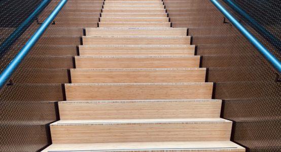 Trap-van-carbon-clear-coat-composiet-trap-hoofdkantoor-Teijin-Aramid-NL-Holland-Composites