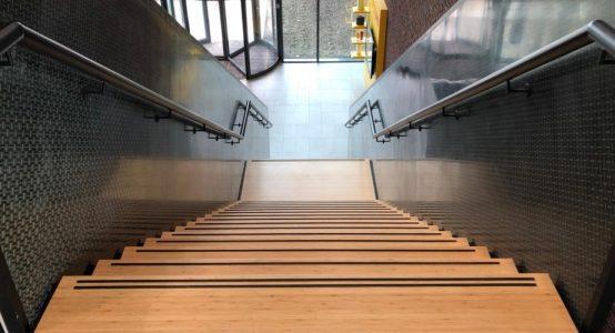 Trap-van-carbon-clear-coat-composiet-trap-hoofdkantoor-Teijin-Aramid-NL-Holland-Composites-bovenaf