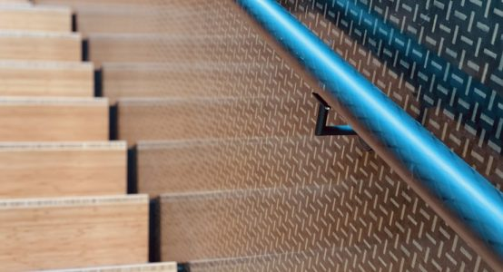 Trap-van-carbon-leuning-clear-coat-composiet-trap-hoofdkantoor-Teijin-Aramid-NL-Holland-Composites