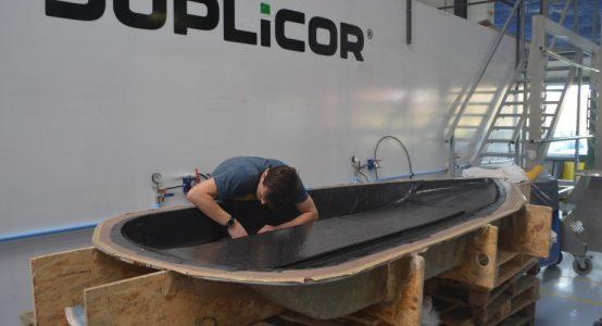 Eco-Runner-XI_carbon-waterstof-aangedreven-auto-sponsoring-door-composietspecialist-Holland-Composites_13_lamineren