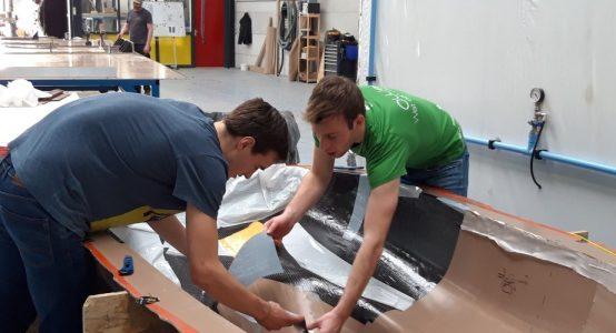 Eco-Runner-XI_carbon-waterstof-aangedreven-auto-sponsoring-door-composietspecialist-Holland-Composites_1_lamineren
