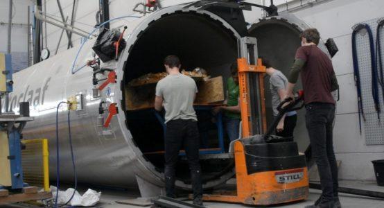Eco-Runner-XI_carbon-waterstof-aangedreven-auto-sponsoring-door-composietspecialist-Holland-Composites_6_Autoclaaf