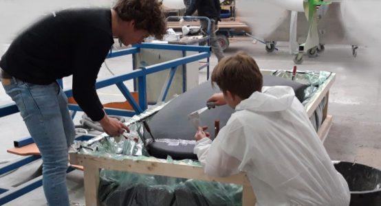 Delft-Hyperloop-V--productie-pod-plamuren-sponsoring-door-Holland-Composites